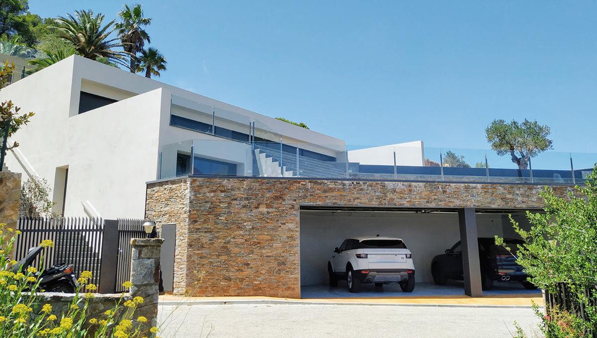 New, modern villa with beautiful sea views located in Aiguablava