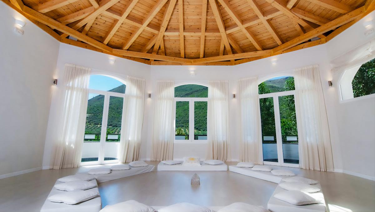 Charming hotel near Granada in the full nature